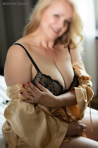 Blank in berlin ao escort date mit sugardaddy german blonde 3