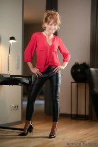 Blanche Escortservice Moenchengladbach6 200x300 200x300 - Escort Damen
