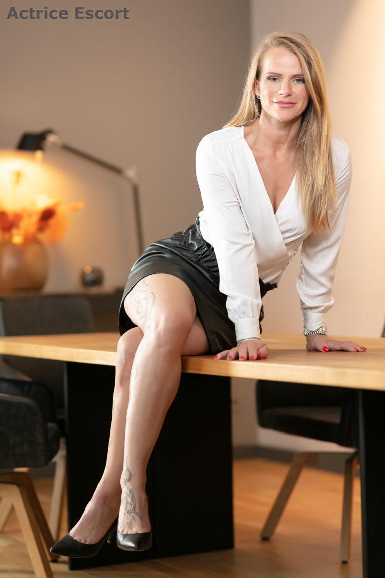 Dina Escortservice Lueneburg feminin reizvoll 768x1152 - Escort Damen