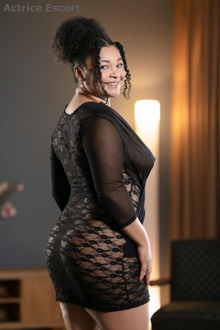 Cleo Escortservice Heidelberg durchsichtiges Outfit 768x1152 - Escort Damen