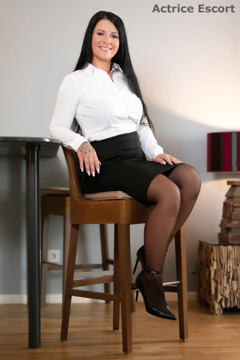 Tessa Escortservice Oldenburg Business Outfit 768x1152 - Escort Damen